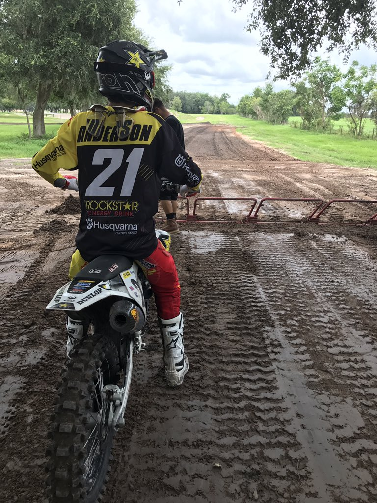 RT @SupercrossLIVE: Practicing starts with @elhombre_21. #SupercrossLIVE https://t.co/w7R5SffCTD