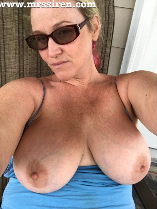 Chilling on the back porch. Happy #TittyTuesday https://t.co/vIQGm1EPjW