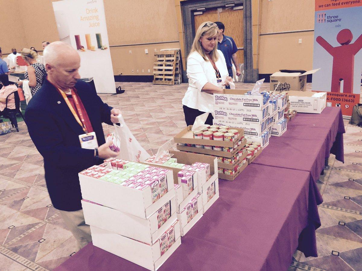 RT @HeidiSoltys: Together we can feed anyone #feedingamerica  @threesquareLV  @MPI @inbirmingham https://t.co/MC0LudB7T6
