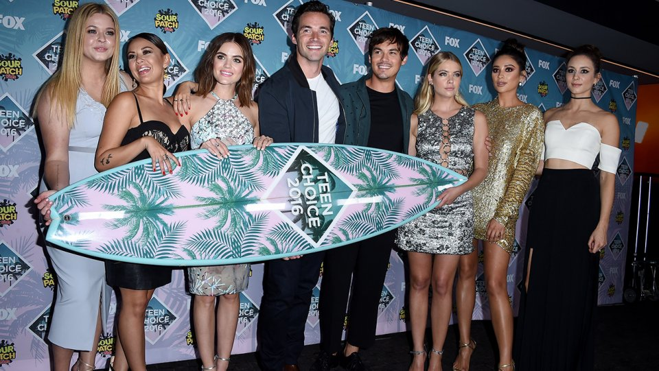 Teen Choice Awards: PrettyLittleLiars tops first wave of nominees