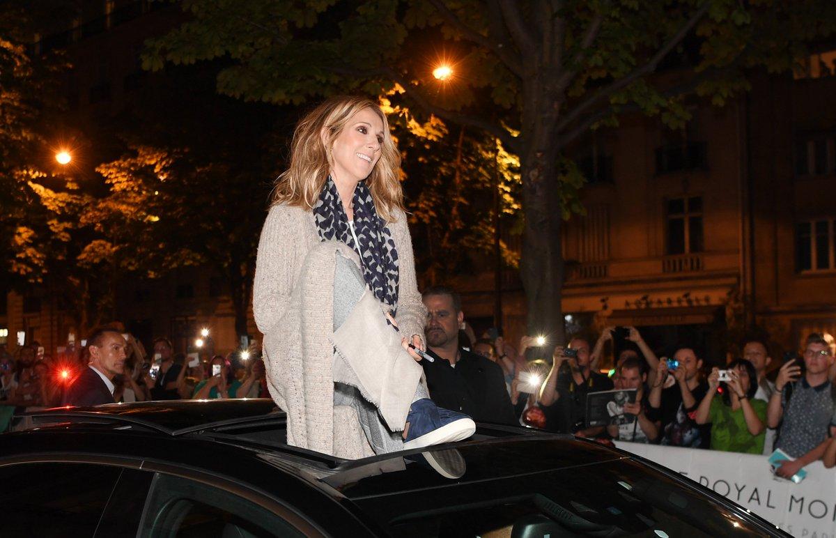 Merci #Paris, quelle soirée incroyable! On remet ça encore ce soir! – TC ❤ ???? @DeniseTruscello https://t.co/MFW75zkcOE