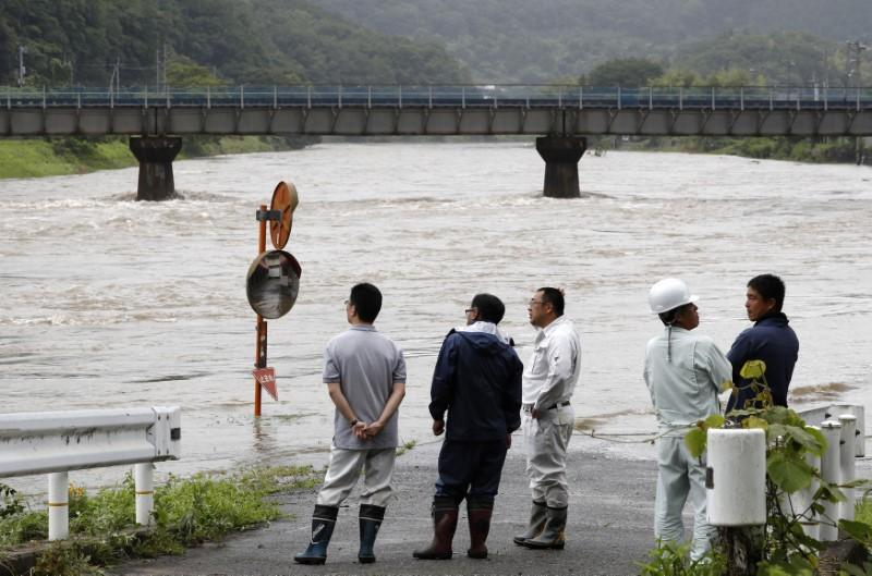 Heavy rain in Japan forces almost 400,000 from their homes