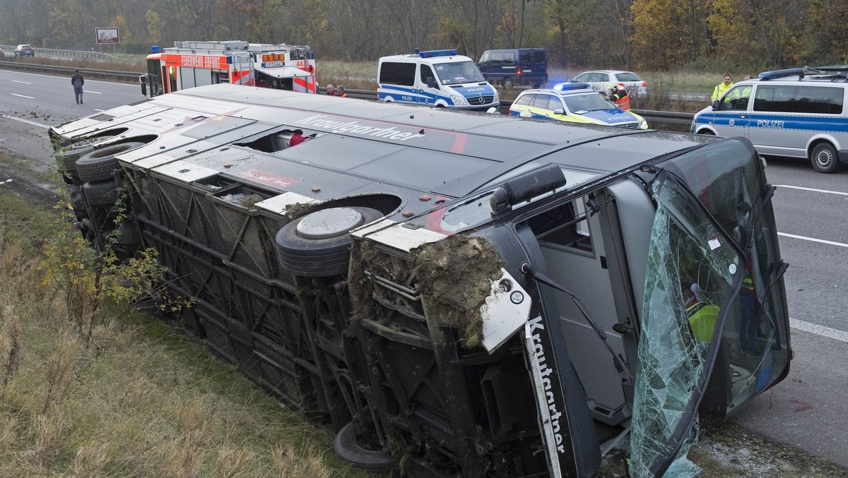 18 killed in German bus crash