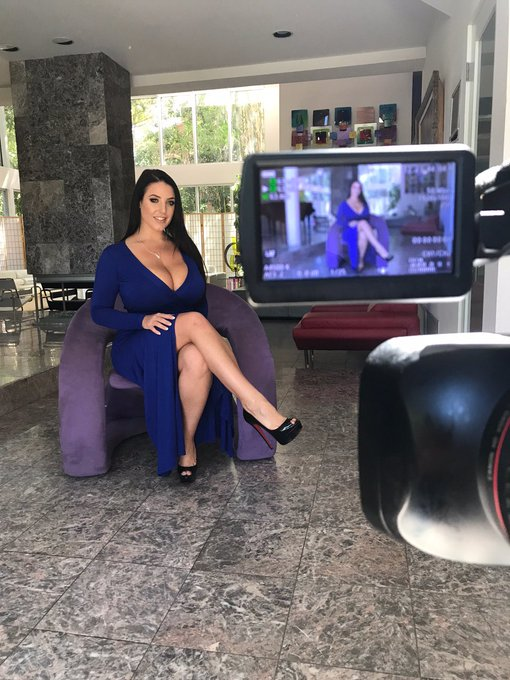 1 pic. Behind the scenes during my interview for Dorcel TV @dorcel 💕 https://t.co/IoAxGj7KAj