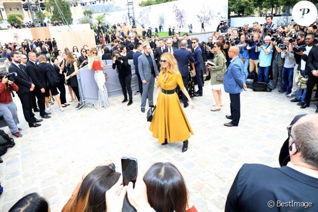RT @purepeople: Fashion Week : Céline Dion, beauté solaire au défilé Dior https://t.co/zW34TKjNHJ https://t.co/0E3yETv6Lp