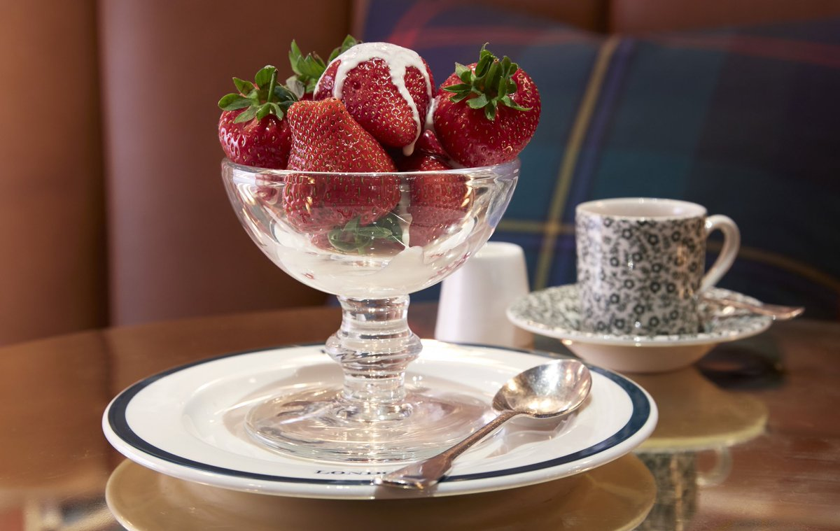 #RalphsCoffee & Bar celebrates #Wimbledon with a tournament favorite, strawberries and cream. https://t.co/HaD1PMsQoQ