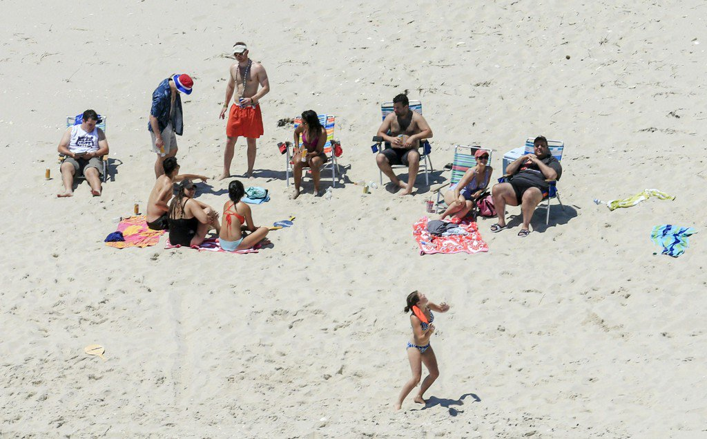 Chris Christie defends going to closed beach during government shutdown