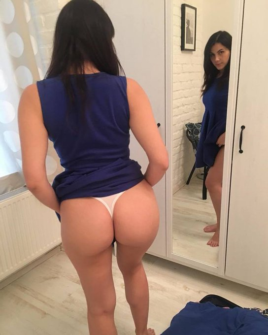 Getting ready with Valentina Nappi :-) https://t.co/uQQmNHM7JA  #datasstho #pawg #bluedress https://t