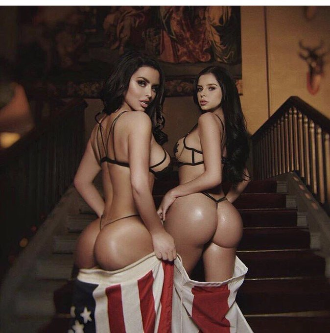 Happy 4th July!  🇺🇸 Sending love to all my American followers today 😘 https://t.co/ZhXUBxKpnE