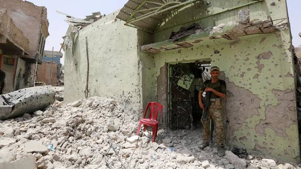 Iraq slows Mosul advance in last Islamic State pocket packed with civilians