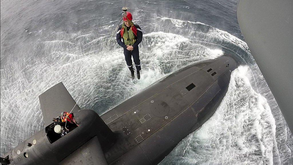 Visite aux sous-mariniers du SNLE 'Le Terrible'. https://t.co/Eu9dYmrXCO