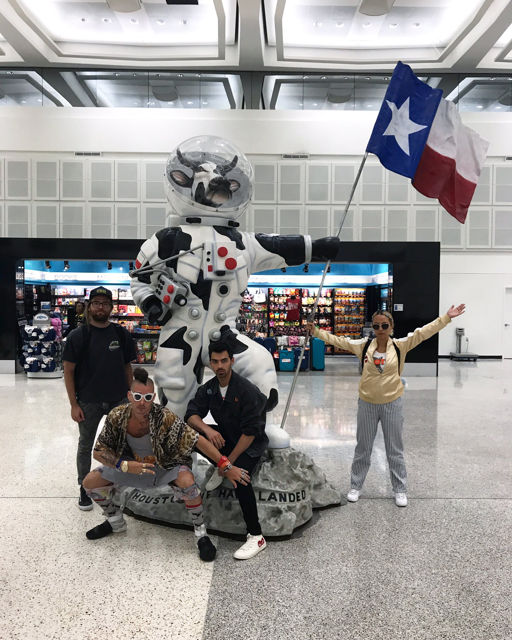 Houston We are in you https://t.co/bihWDDx4cN