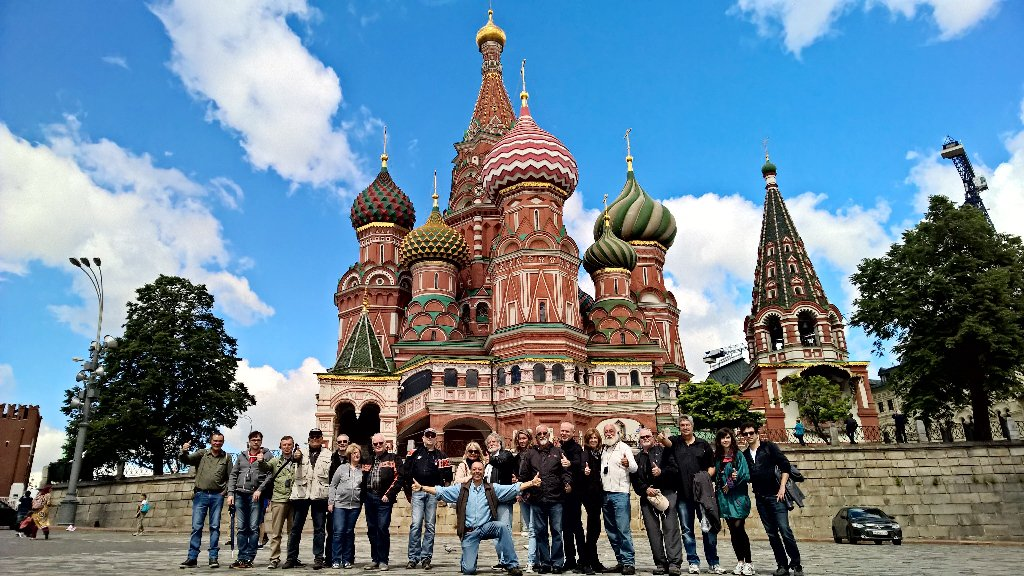 Common group picture at the #RedSquare in #Moscow with the #SaintBasilsCathedral in th ...