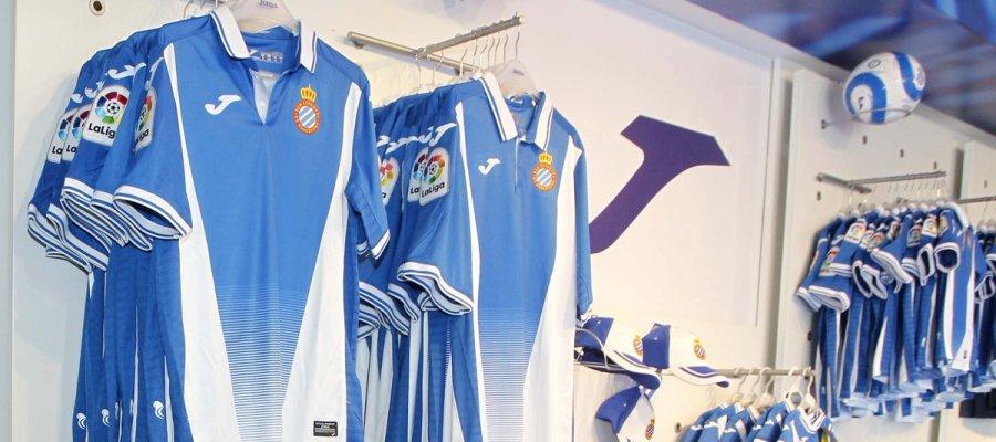La nueva y polémica camiseta del Espanyol vende un 37% más que la de la temporada 2016-17