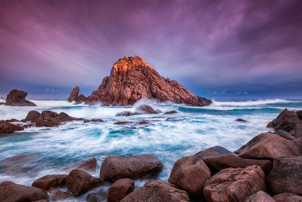 End of the day at Sugarloaf Rock in Australia.. https://t.co/WPO7ufsSbk https://t.co/YorczSvHhx
