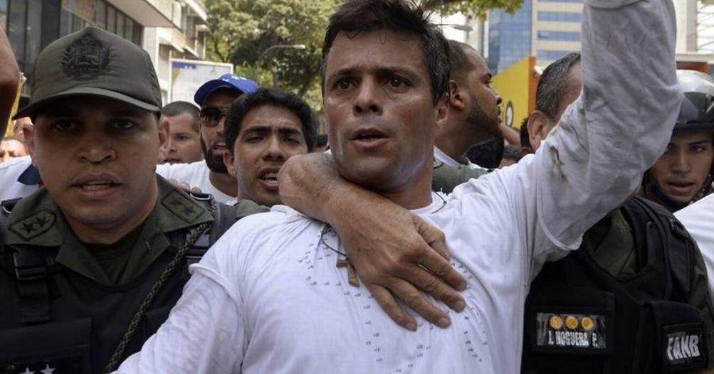 Captan momento en que Leopoldo López acusa torturas desde su celda →