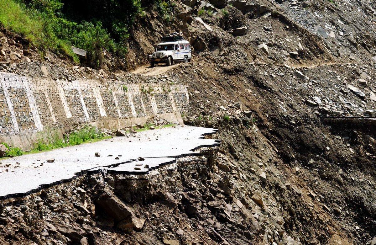 Landslide hits Mumbai suburb, one child injured via @TOIMumbai