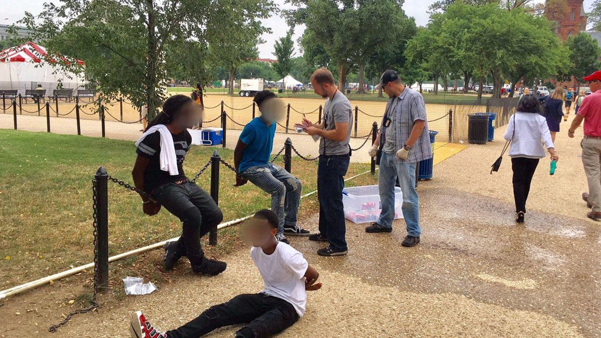Teens handcuffed for selling water on the National Mall via @NBCWashington