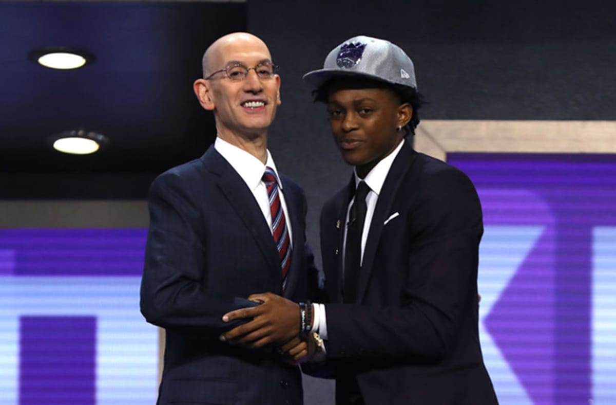 The Kings drafting De'Aaron Fox apparently led to a fan getting a date with his crush. https://t.co/DPXzBtrNT0 https://t.co/urJAWbzTdm