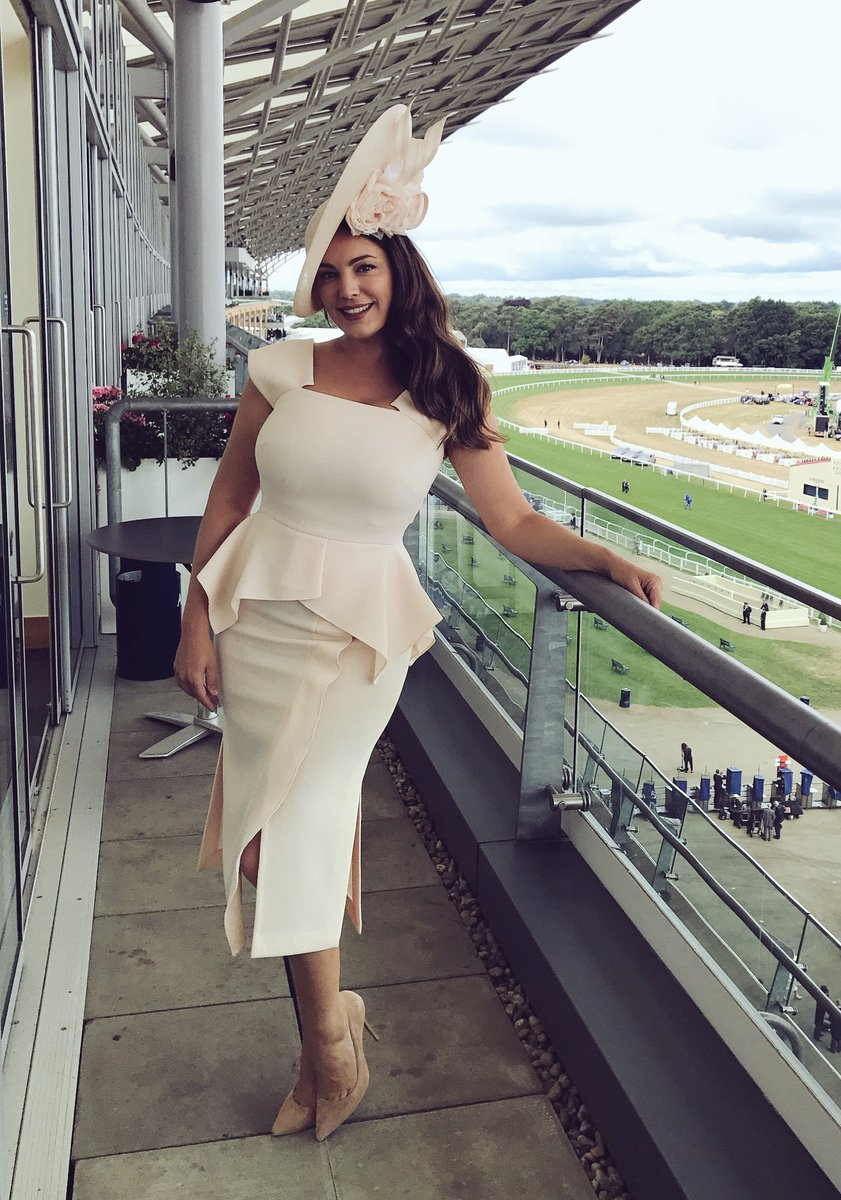 Outfit Roland Mouret and Hat @philiptreacy ❤️ #RoyalAscot2017 https://t.co/8tr1VzNnNc