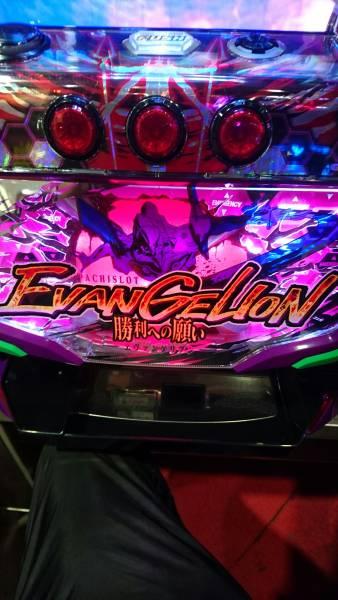 エヴァンゲリオンのこの台で10万くらいもってかれてるな、、、面白いからやりたくなっちゃうんだよなやられても