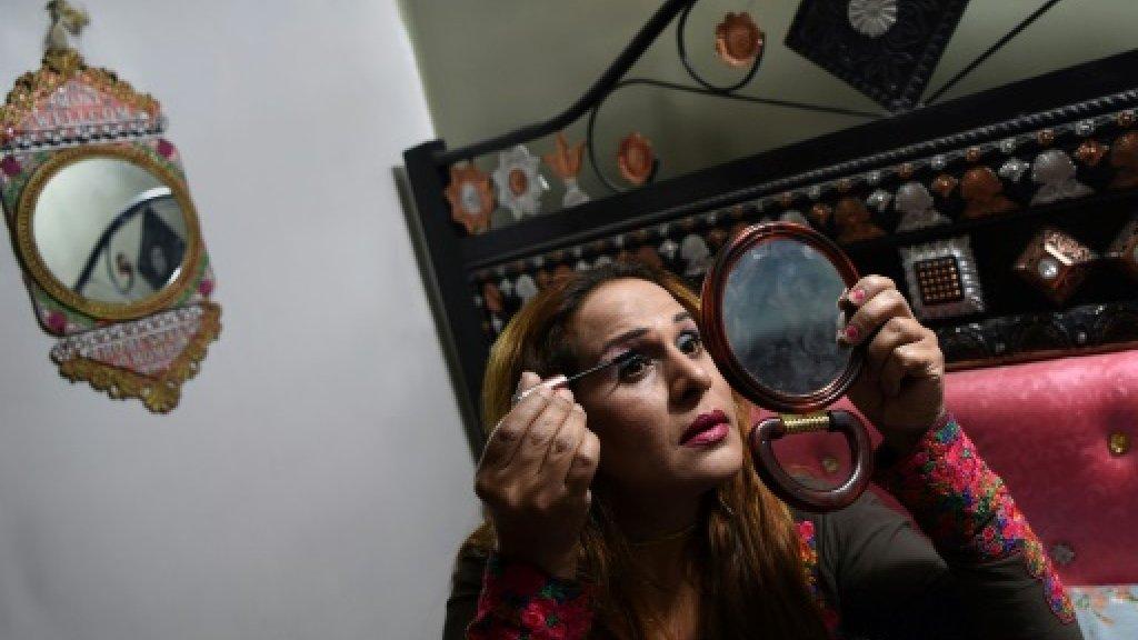 Pakistan issues first transgender passport