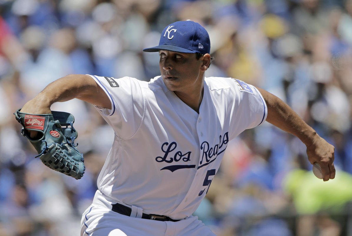 Vargas earns 11th win as Royals top Blue Jays 3-2