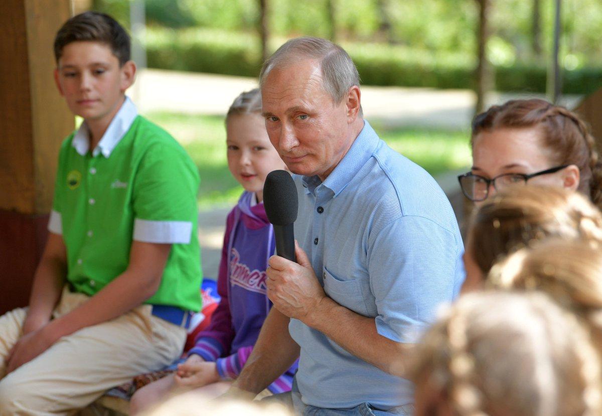 Vladimir Putin praises Russia's 'unique' spy network