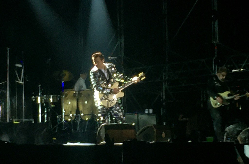 Chris Isaak ha brillado como el Guggenheim en el @AzkenaRockFest https://t.co/L3rxq9oVEu