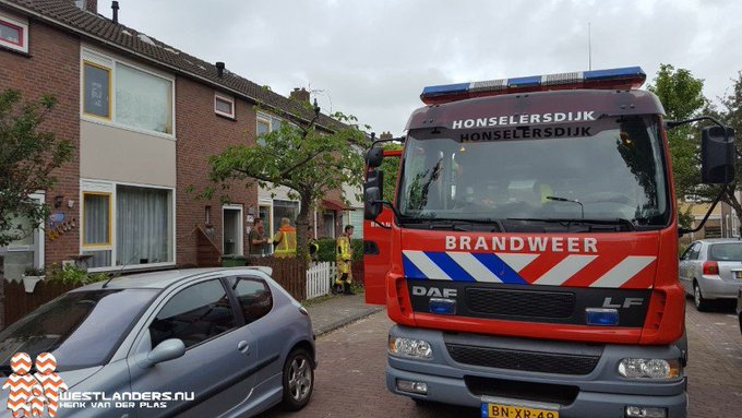 Nacontrole brandweer blikseminslag Nachtegaalstraat https://t.co/CbigciaAfq https://t.co/GXkhryaUEx