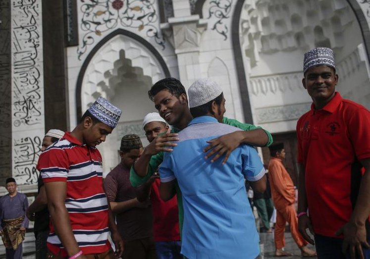 Muslims in Asia pray for peace as Ramadan holy month ends