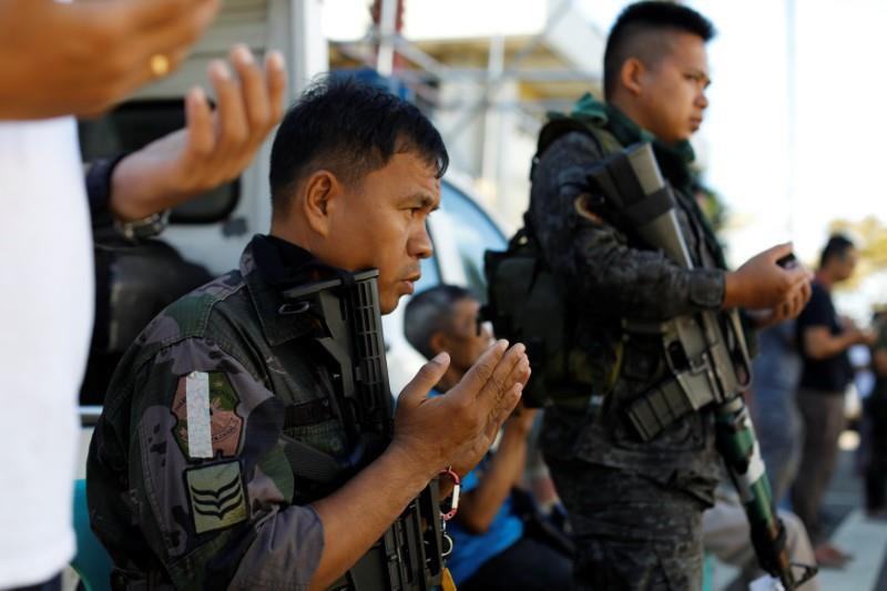 Battle for Philippine town abates as troops mark Islamic holiday
