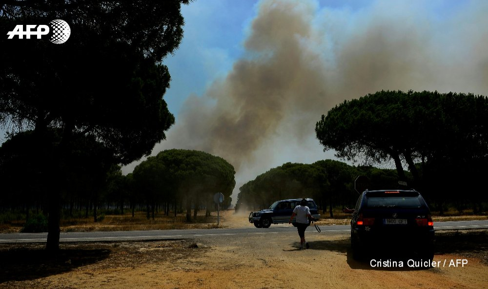 Fire licks Spanish nature reserve, 1,500 evacuated