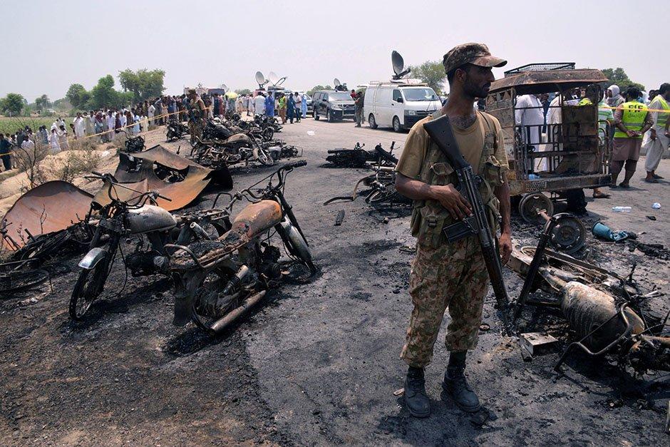 Oil tanker explodes, killing more than 140 in Pakistan