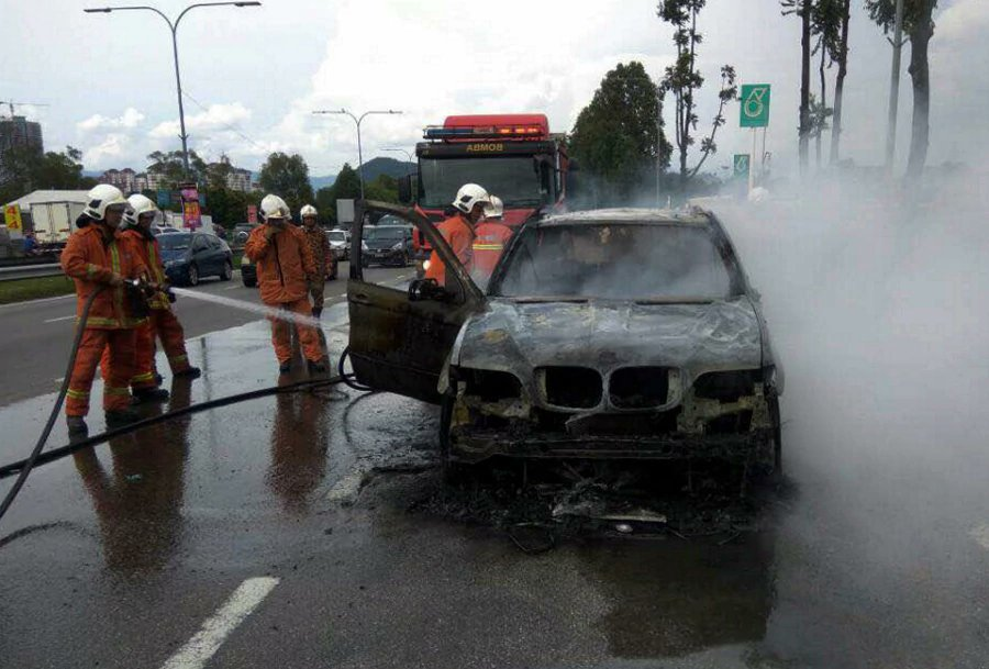 BMW X5 up in flames near petrol station along MRR2