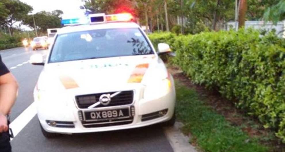 Traffic Police officer praised for going extra mile to help stranded biker