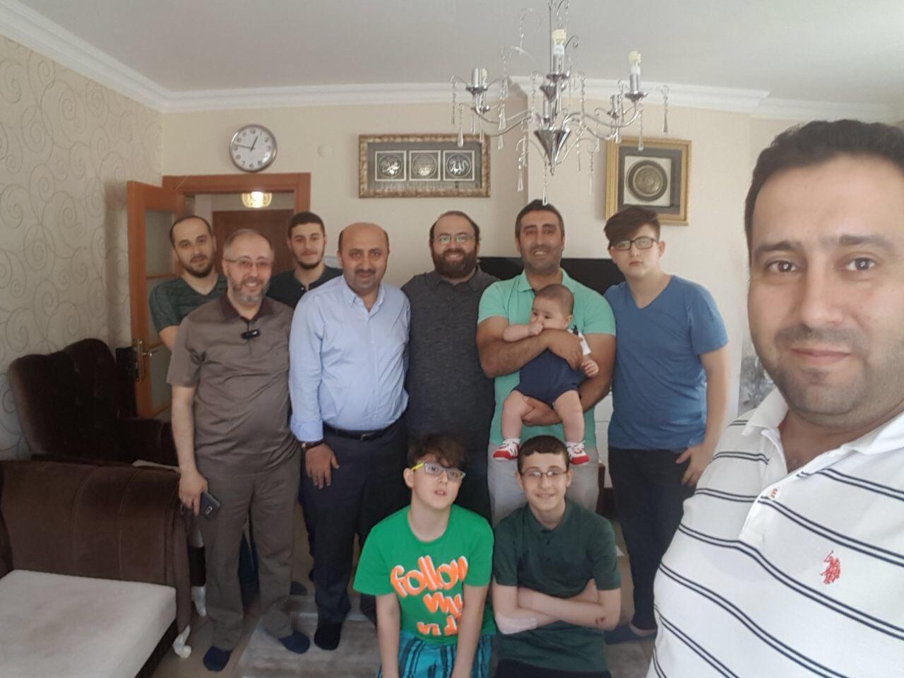 Bugün bayram  Bayramlar eş-dost ve akrabalarla güzel  Ramazan bayramımız mubarek olsun https://t.co/PaKE39ztwl