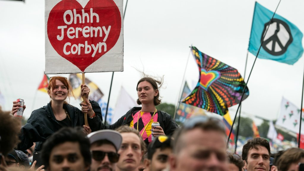 UK's Jeremy Corbyn gets rockstar welcome at Glastonbury music festival