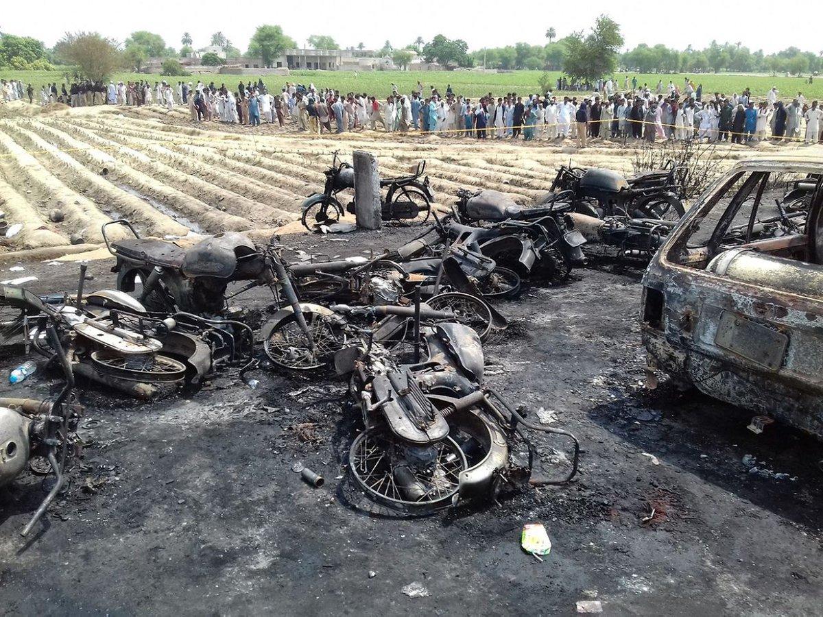 Overturned oil tanker explodes in Pakistan kills over 150 people