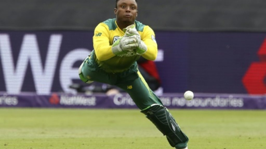 South Africa bowl against England in third T20