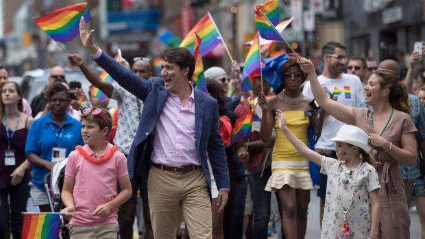 RT @CTVNews: UPDATED: PM Trudeau attends Toronto Pride parade absent of police floats https://t.co/QP1TSfYLVP https://t.co/abuXFrydwU