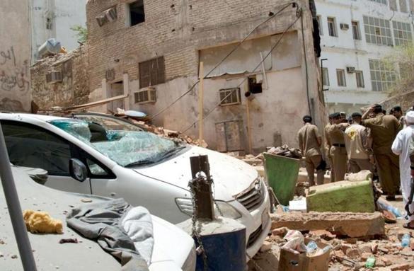 Bomber blows himself up as Saudis foil terror plot in Mecca