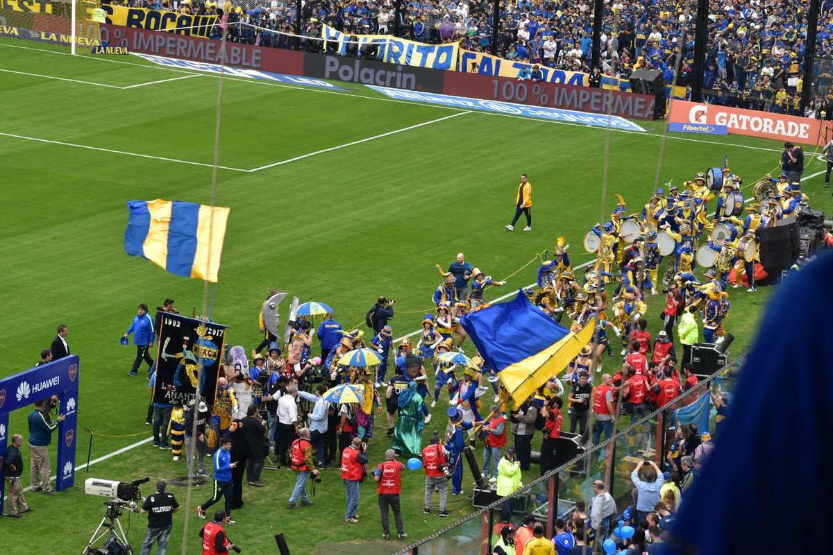 RT @FutbolModerno_: UNA FIESTA HOY EN LA BOMBONERA. BOCA JUNIORS ES CAMPEÓN DEL FÚTBOL ARGENTINO 2016-17. 🇦🇷 https://t.co/ab1aIEUh7T