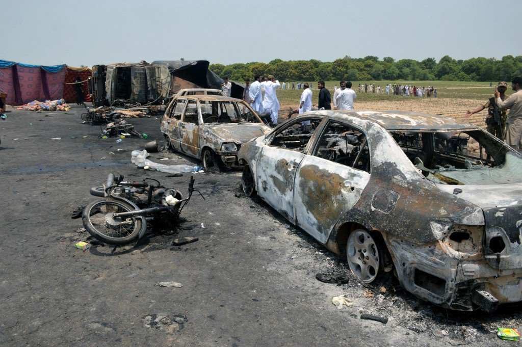 Oil tanker explodes in Pakistan, killing scores who rushed to accident scene