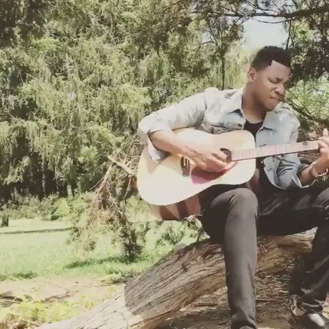 Just @Chrisbluelive chillin' under some trees on a Sunday..... feelin' this easy like a Sunday morning vibe....������ https://t.co/m4KDCLZmPl