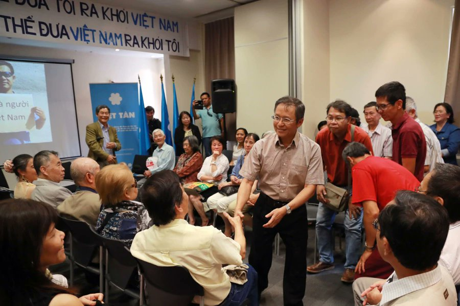 Vietnamese-French dissident blogger deported to France