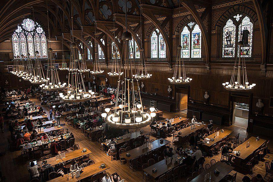 A glimpse inside Harvard's dining halls, in 17 photos https://t.co/zAY9lA8XDI https://t.co/Gn1oC9pBQE