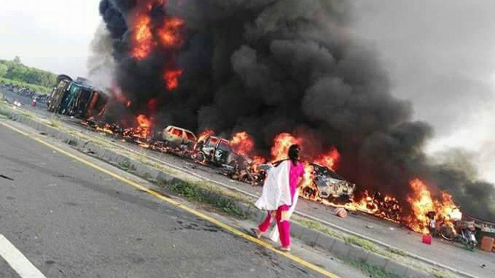 Pakistan tanker blast kills 153 in 'huge fireball'