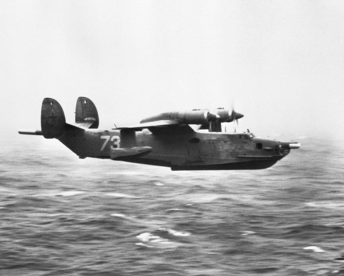 おやすみロシアン(ソ連)今日はBe-12大型飛行艇。愛称はチャイカ。プロペラを水面から遠ざけるため実際にガル型翼を持つ。