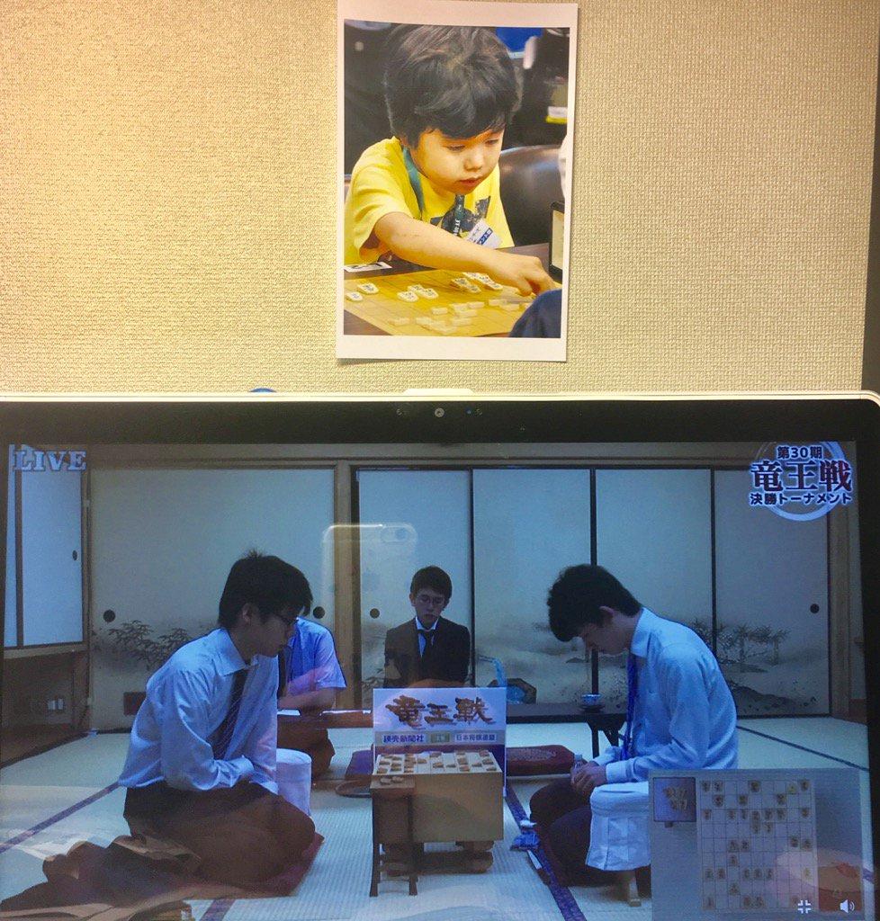 6/26 20:00 🍫チョコを食べた藤井四段。映画「聖の青春」「3月のライオン」観たけれど将棋は全然知りません。残念(